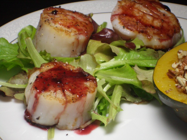 Seared Sea Scallops with Pomegranate Sauce | 2frugalfoodies